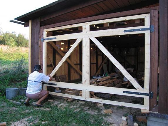 Как сделать ворота на гараж из дерева своими руками