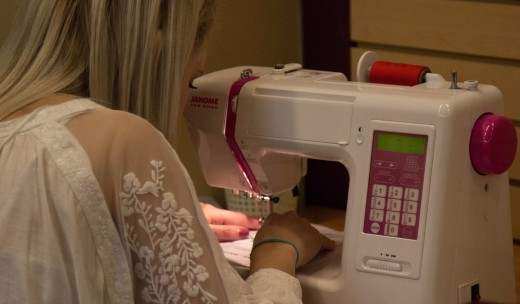 Какая швейная машина лучше: электронная или электромеханическая